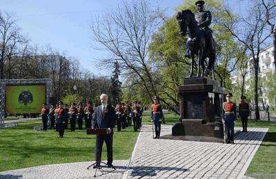 Дмитрий Медведев и Сергей Собянин провели церемонию открытия памятника Маршалу Рокоссовскому