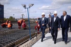 Сергей Собянин проинспектировал ход реконструкции путепровода на Рябиновой улице