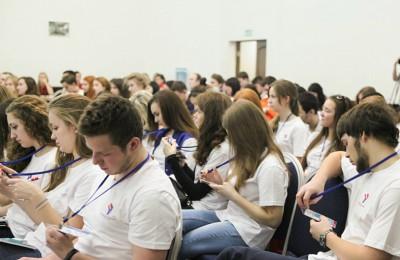 У онлайн-системы «Движок» для молодых парламентариев появилась мобильная версия