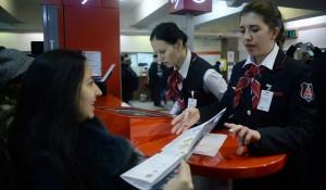 Еще на 6 станциях столичного метро появятся инфостойки «Живое общение»