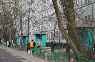 За ходом выполнения работ по капремонту в доме на улице Бирюлевская теперь будут следить Василий Анохин и Евгений Судаков