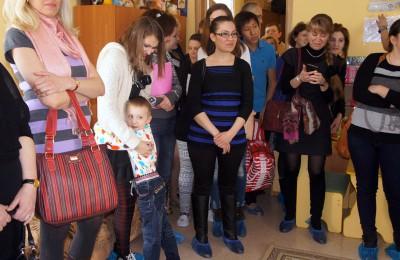 Целью мероприятия является знакомство граждан, желающих принять детей-сирот в семью, с воспитанниками детского дома