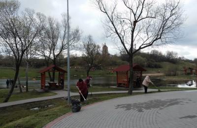 Уборка прошла в Покровском парке