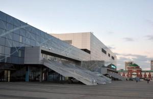 На фото ледовый дворец «Парк легенд»