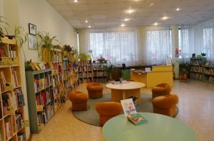 На фото библиотека №140 на Липецкой улице
