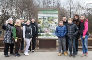 Бесплатные занятия экологического просвещения проводят в Бирюлевском дендропарке. Дети углубленно изучают разделы биологии и экологии и закрепляют каждую тему на практике.