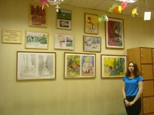 На фото юная художница Мария Мамедова