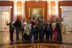 Участники инклюзивного социального проекта «Колесо обозрения» в музее-заповеднике «Царицыно»