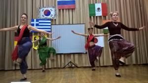 Участники фестиваля национальностей в коллежде Фаберже