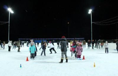 Ледовая дискотека на катке с искусственным льдом в досугово-спортивном центре Дружба