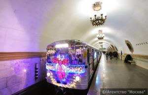 Новогодний поезд в московском метро