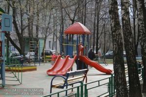 Ремонт детской площадки провели по просьбе жителя района Бирюлево Восточное