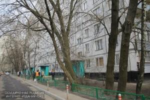 По просьбе местного жителя в районе Бирюлево Восточное отремонтировали бордюры