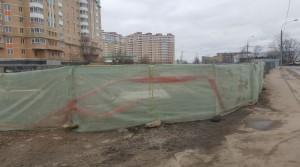 По просьбе местного жителя в районе Бирюлево Восточное восстановили ограждение строительной площадки