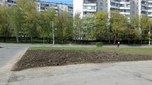 Газон на Михневской улице