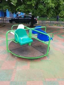 Городские службы починили детскую площадку на Липецкой улице