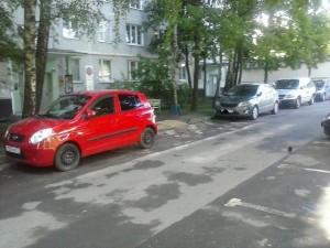 Брошенный автомобиль, который стоял во дворе по Бирюлевской улице, убрали после обращения