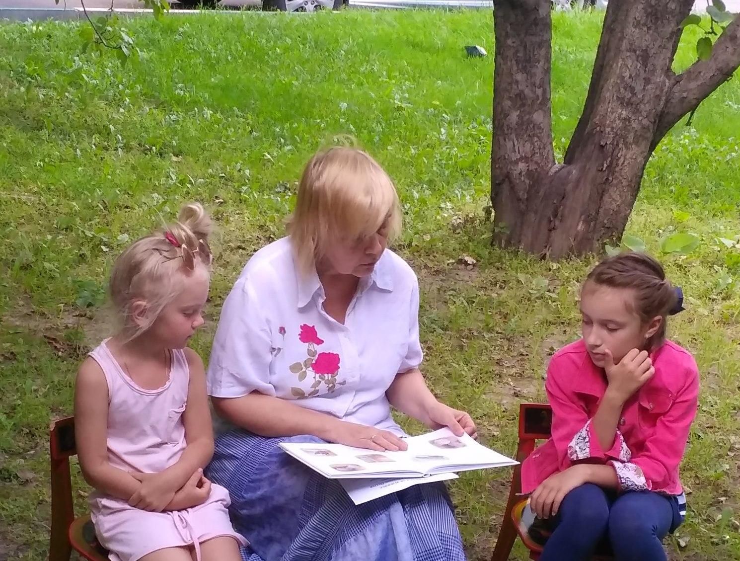 Дети на громких чтениях от библиотеки №138