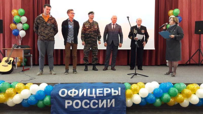 Депутаты поздравляют призывников