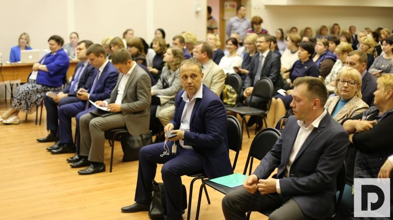 Префект ЮАО Алексей Челошев на встрече с жителями