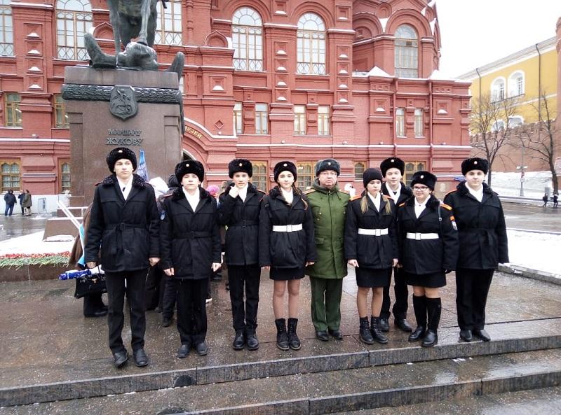 школа 947, Полянских, Могила неизвестного солдата, возложение цветов, 0512 (2)