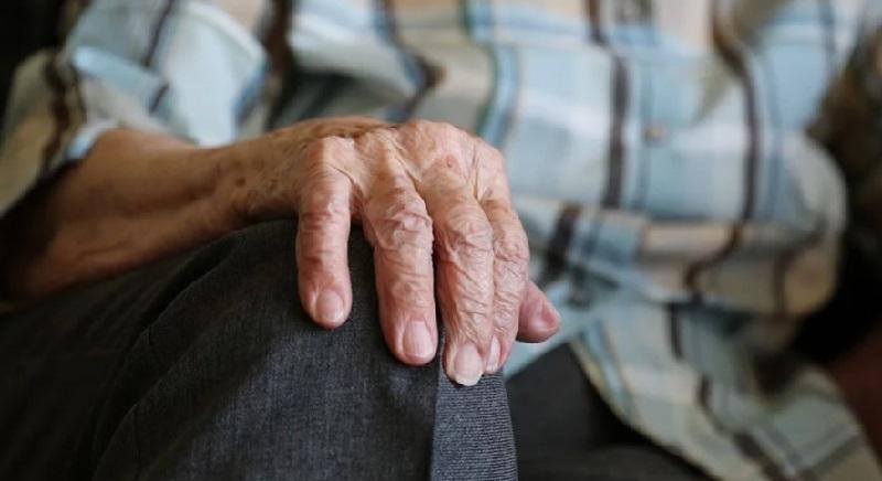 пенсионер руки 0304 пикабсай