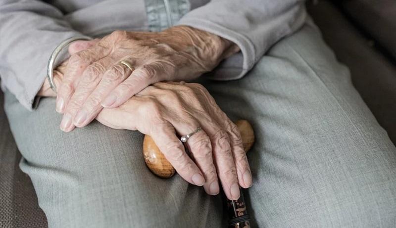 пенсионер руки 0904